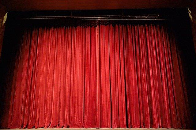 divadelní opona